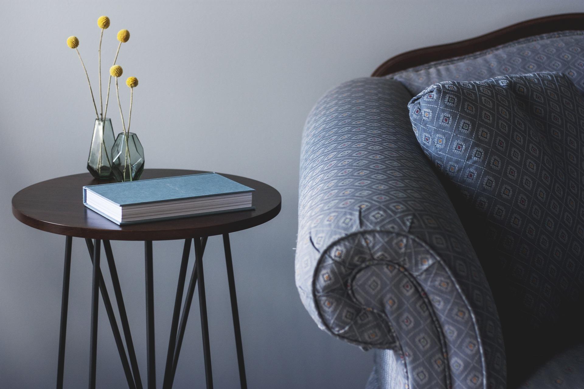 Obývák kovový stolek