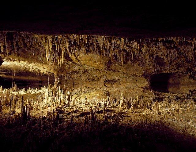 jeskyně speleothems