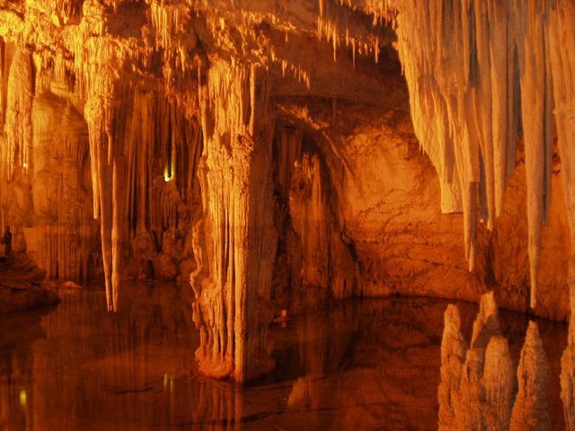 jeskyně stalagmity