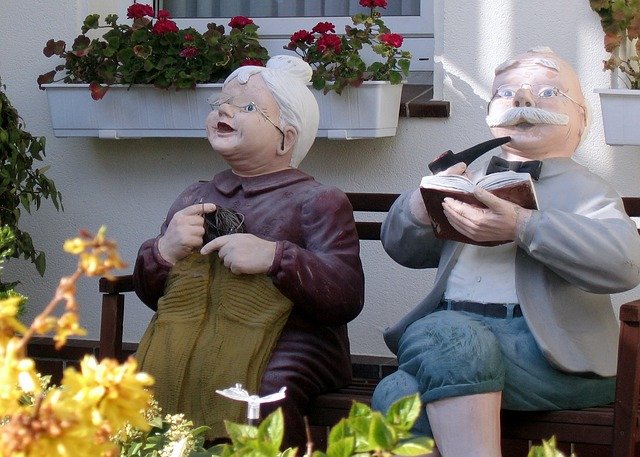 babička a děda u domu