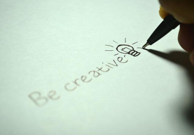 """kreativita, nápis """"be creative"""""""
